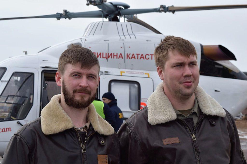 """Пилоты вертолета """"Ансат"""" Потемкин Андрей и Юренков Денис"""