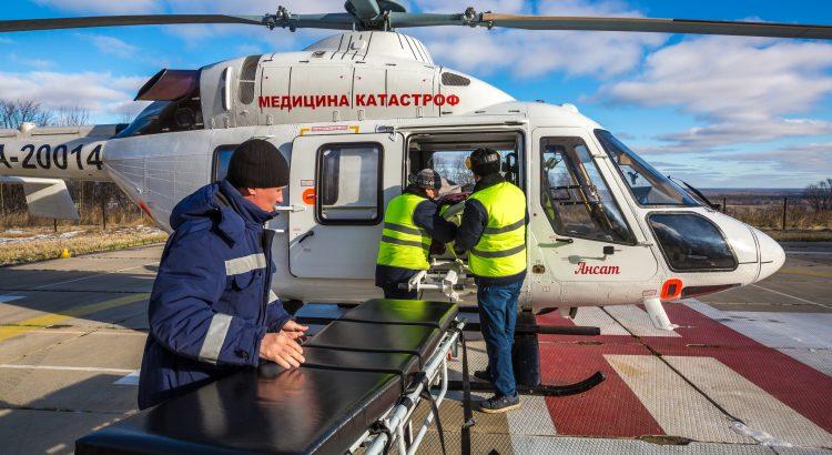 """Медицинский вертолет Ансат компании """"Русские Вертолетные Системы""""Helimed"""