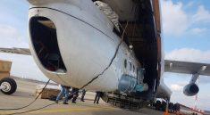 """Выгрузка вертолета Ми-8АМТ компании """"Русские Вертолетные Системы"""" из самолета Ил-76 в Суринаме"""